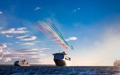 Spektakuläre Flug-Show der RAF Red Arrows über den drei Cunard Queens