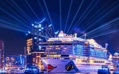 Hamburg Cruise Days: AIDAperla führt große Auslaufparade an