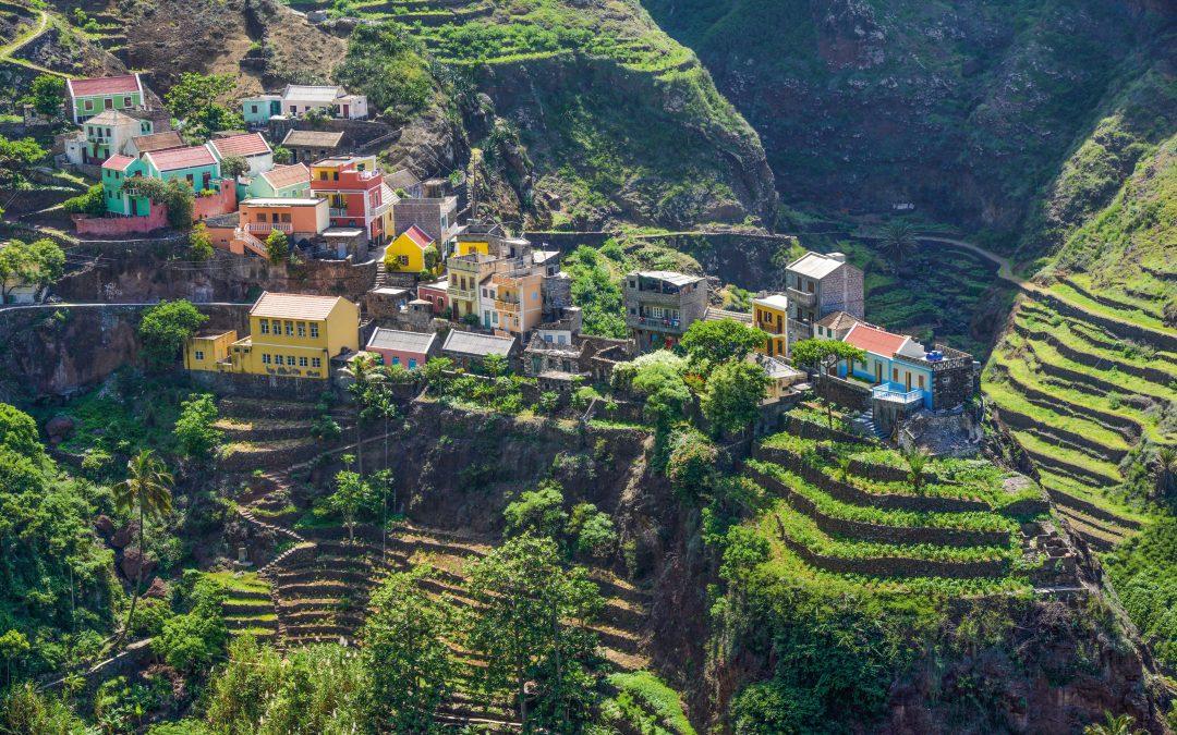 HANSEATIC nature auf Expeditionskurs im Atlantischen Ozean: Die Vulkaninselgruppen Azoren und Kapverden