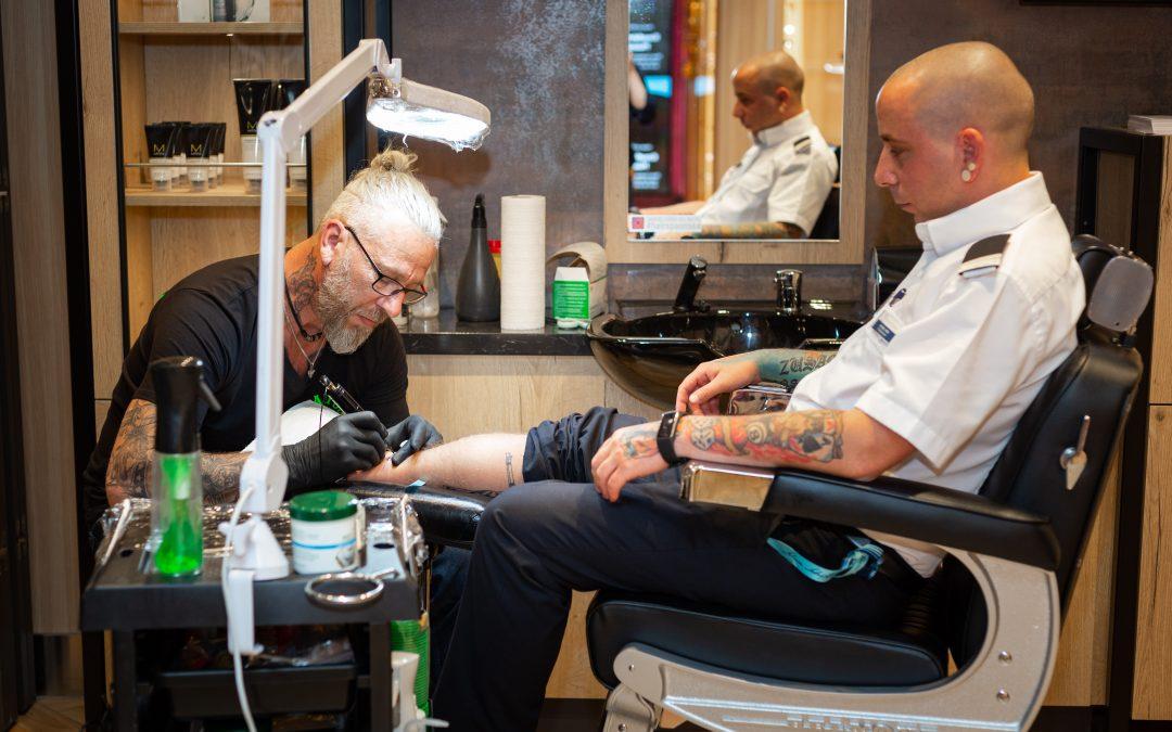 Kreuzfahrterinnerungen, die unter die Haut gehen – TUI Cruises eröffnet Tattoo-Studio an Bord der Mein Schiff Flotte