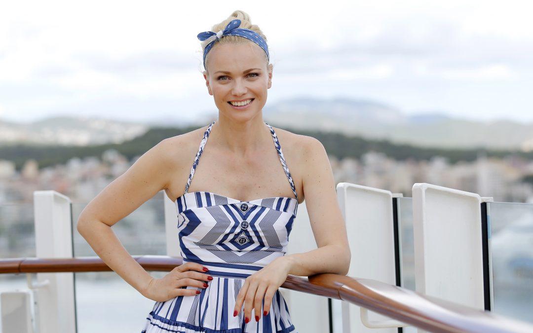 AIDAmira: Taufe für den guten Zweck Model Franziska Knuppe tauft das neue Selection Schiff auf Mallorca